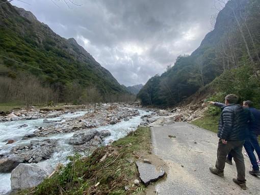 La strada, come si presentava all'indomani dell'alluvione