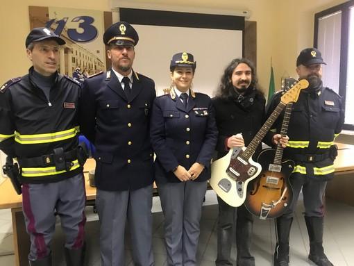 """La Polizia Stradale recupera le sue preziose chitarre, il musicista monregalese Olli Rocca: """"Avevo perso le speranze, grazie!"""""""