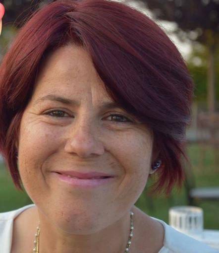 Il sorriso di mamma Stefania si spegne a soli 45 anni per una malattia incurabile