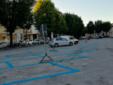 Le strisce blu in piazza Schiaparelli