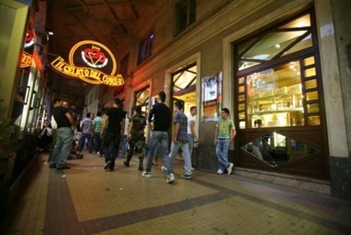 Tornano i giovedì di shopping serale a Cuneo: negozi aperti in via Roma e corso Nizza