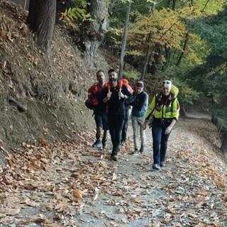 Cade in mountain bike nei boschi di Borgo San Dalmazzo. 41enne recuperato e trasportato a spalla verso l'ambulanza