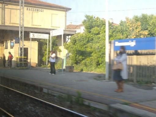 """Racconigi e quella stazione con poche fermate, i pendolari: """"Ripristinate almeno la corsa delle otto per Torino, fondamentale per chi lavora negli uffici"""""""