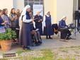 Saluzzo, le suore della Resurrezione  presentano con un canto madre Elvira all'inaugurazione della mostra fotografica per il centenario di Zonta International