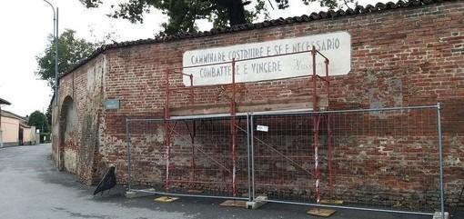 """Scarnafigi, il sindaco Ghigo: """"Il restauro delle scritte fasciste? Parte di un progetto di riqualifica del concentrico. Il resto è solo polemica"""""""