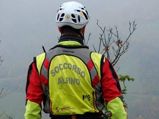 Mountain biker cade nella zona dei Ciciu del Vilar, riportando un grave trauma alla colonna