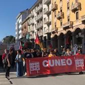 A Cuneo sciopero e corteo: in 300 contro il green pass e per la sicurezza sul lavoro [FOTO E VIDEO]