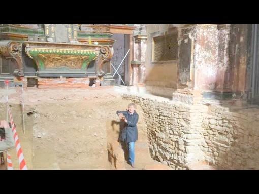 Saluzzo,i resti di una antica fornace sotto il pavimento della Chiesa della Croce Rossa in via Mcallè. Li illustra Monica Girardi