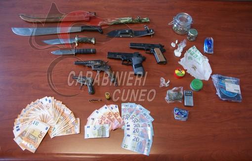 Detenzione e spaccio di droga nel Monregalese: in due finiscono ai domiciliari