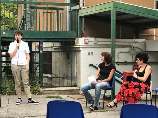 """Eleonora, studentessa del liceo classico di Cuneo: """"Vogliamo tornare a scuola, anche con la mascherina"""" (VIDEO)"""