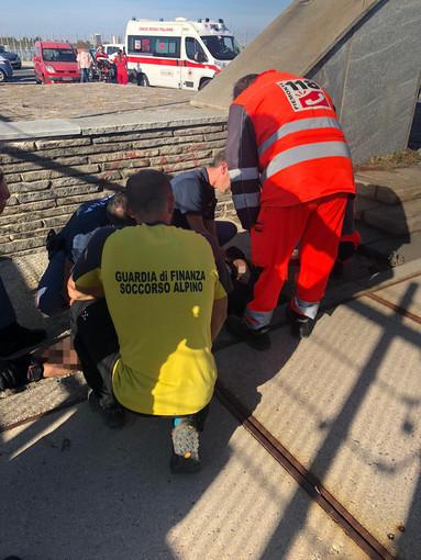 Tenta di buttarsi dal ponte nuovo di Cuneo: salvato dalla Polizia di Stato con il supporto del Sagf