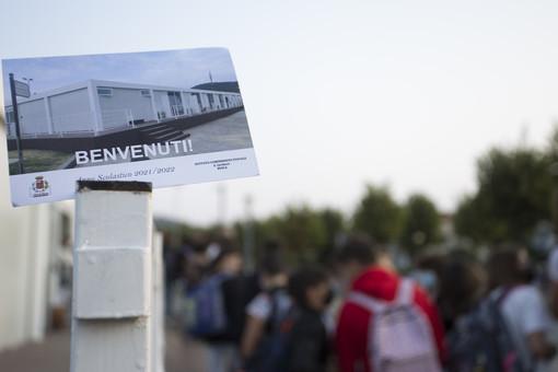 Primo giorno nei 'moduli' per oltre 300 studenti delle medie di Busca in attesa del polo scolastico [VIDEO E FOTO]