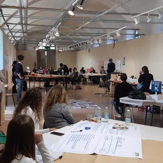 Gli studenti del Soleri Bertoni impegnati nell'iniziativa  alla ex Caserma Musso