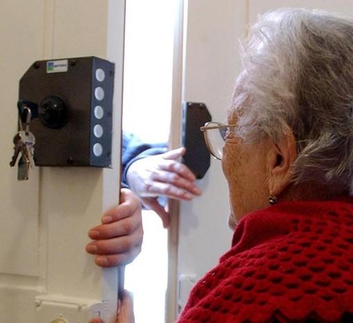 Finti agenti della municipale o finti tecnici: truffe agli anziani, colpita anche la provincia di Cuneo