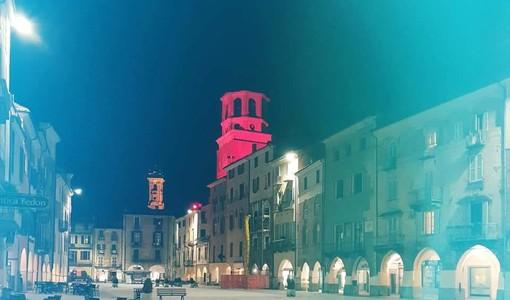 """La Torre Civica di Savigliano si illumina di rosso per dire """"no"""" alla violenza di genere"""