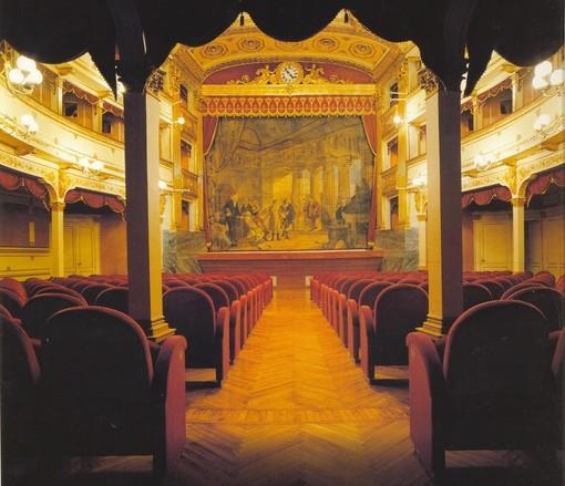 """Cuneo, il Teatro Toselli aderisce alla campagna """"Facciamo luce sul teatro!"""""""
