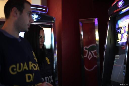Videoslot manipolate, gioco d'azzardo e frode informatica: giro di vite della Gdf anche nel Cuneese