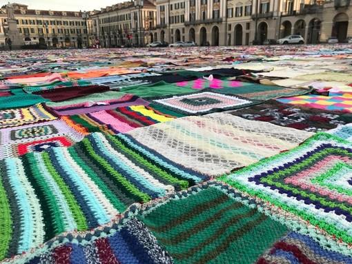 Viva Vittoria Cuneo fa tappa a Morozzo: le coperte della solidarietà alla Fiera del Cappone