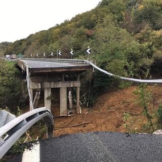 Il viadotto crollato oggi sulla A6