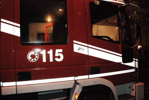 Vigili del fuoco a Marene per un metanodotto tranciato da un escavatore