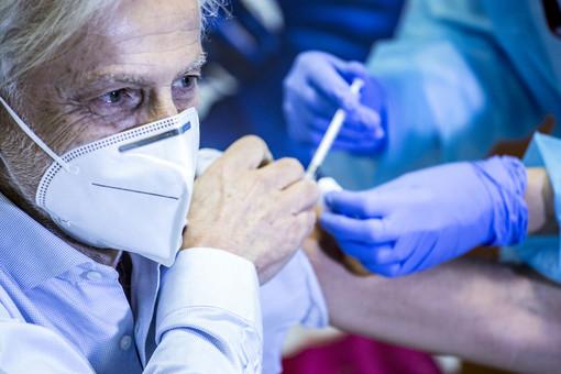 7.215 ultraottantenni vaccinati oggi in Piemonte. Inoculate il 79,3% delle dosi disponibili