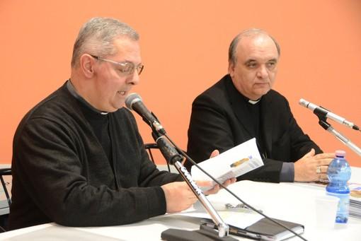 Don Claudio Carena col vescovo Marco Brunetti