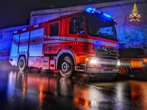 Piccolo incendio boschivo in località Ravinali di Alba lungo la Strada provinciale 3
