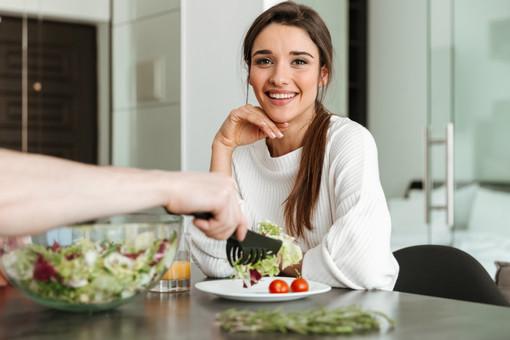 Come tenere sotto controllo il colesterolo. I consigli di Fab SMS su ipercolesterolemia e dieta