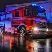 Auto si ribalta e distrugge palo della luce tra Monastero Dronero e Castelletto Busca